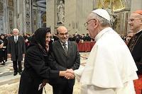 Nya påven ger sitt stöd till kampen mot hunger och fattigdom