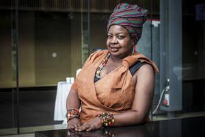 Una líder comunitaria de Uganda recibe un importante premio forestal