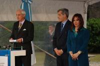 La Presidenta Kirchner planta un árbol en la Casa Rosada para inaugurar el Congreso Forestal Mundial